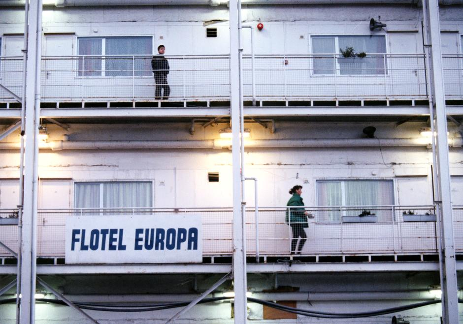 Flotel Europa – footage from 20 years ago that speaks to the refugee crisis today